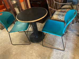 Table set (2) chairs (Fayetteville Ga) for Sale in Fayetteville, GA