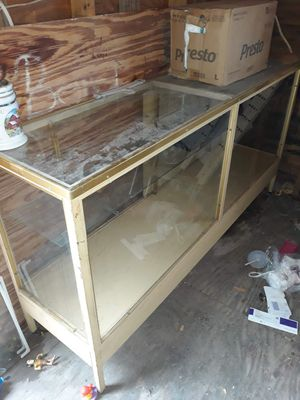 Glass showcase for Sale in Brownsville, TX