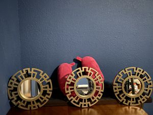 3 round wall mirrors for Sale in Taylor, TX