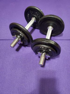 SET OF ADJUSTABLE DUMBBELLS 15 LBS EACH DUMBELL TOTAL 30 LBS. for Sale in Downers Grove, IL