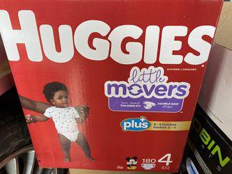 Huggies size 4 for Sale in Soledad,  CA