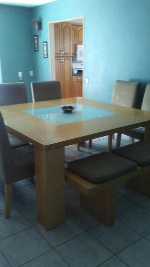 Nice heavy Kitchen Dining Table for Sale in Las Vegas, NV