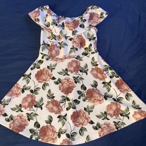 White Flowered Dress for Sale in Anaheim, CA