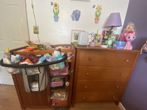 Dresser and changing table for Sale in Auburndale, FL