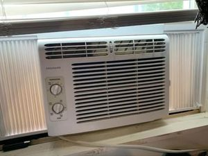 Frigidaire window AC unit for Sale in Glen Burnie, MD