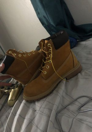Nice timbs size 6y for Sale in Tucson, AZ