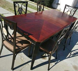 *Table* for Sale in Fowler, CA