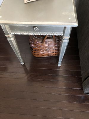 Side table for Sale in Holly Springs, NC