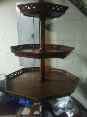 Three-tiered antique pie crust table for Sale in Bradenton, FL