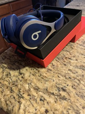 BEATS headphones brand new for Sale in Lake Elsinore, CA