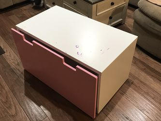 "Toy chest has some life left. Has nail polish and scratches 35""x24"" for Sale in Carol Stream,  IL"