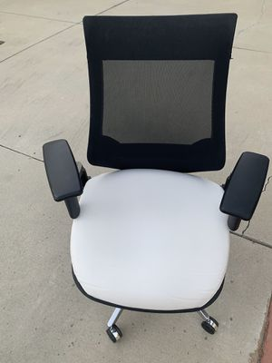 Heavy Duty Exclusive Leather Chair. Adjustable Arms and Height. Roll Very Smoothly for Sale in Montebello, CA