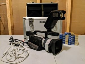 Canon GL2 3ccd Camcorder package for Sale in Eau Claire, WI