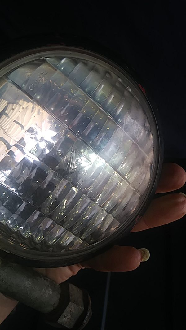 Old Car lights Ford?