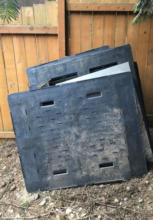 Plastic pallets for Sale in Puyallup, WA