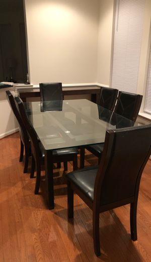 Dining table with six chairs for Sale in Gainesville, VA