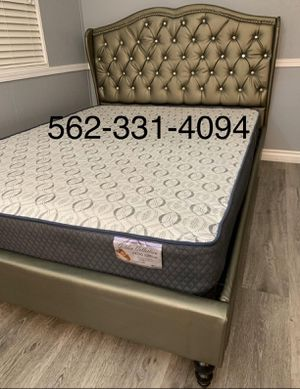 🎯 Queen Silver Bed w/Orthopedic Supreme Mattress Included for Sale in Fresno, CA