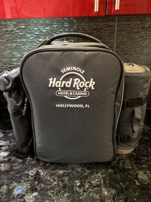 bag pack. Picnic cooler for Sale in Hialeah, FL
