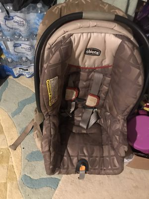 Baby car seats and two packs of diapers size 5 FREE!! for Sale in Fresno, CA