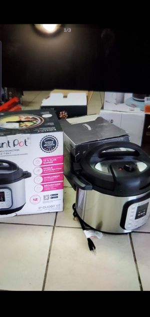 Instant pot 8 quart,7in1 pressure cooker for Sale in Detroit, MI