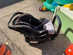 Britax Infant Carrier/Car Seat - Parma Heights for Sale in MIDDLEBRG HTS, OH