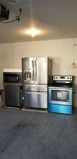 Stainless steel whirlpool appliance set for Sale in Tampa, FL