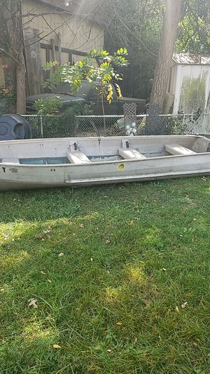 14 ft aluminum boat fair condition for Sale in York, PA