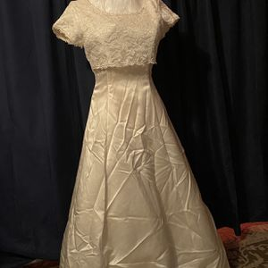 Betsy And Adams Retro Wedding Dress for Sale in New Britain, CT