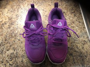 Reebok purple tennis shoes. Size 6.5. for Sale in Denver, CO