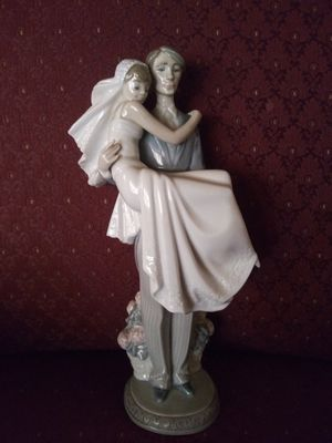 "Lladro ""Over the Threshold"" retired figurine. for Sale in San Diego, CA"