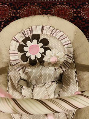 Baby and trend Baby's Bouncer with Removable Toy Bar, for Sale in Nashville, TN