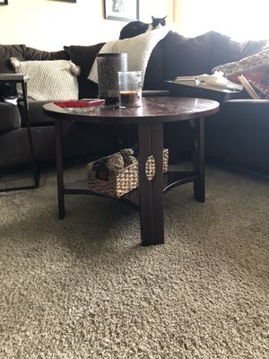 Round coffee table for Sale in Bonney Lake, WA