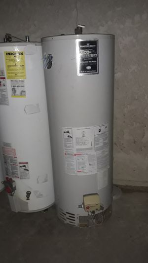 Water heater brad ford 40 galons gas for Sale in Bloomington, CA