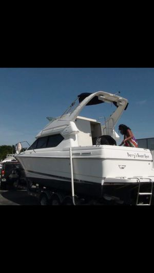 Boat bayliner 2000 cierra 28 feet and trailer for Sale in Miami, FL