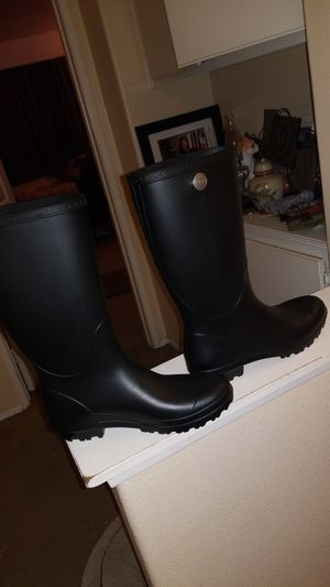 Matte Ugg Shelby Rain boots - size 10 brand new for Sale in Riverside, CA