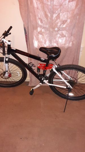Genesis mountain bike for Sale in Bellaire, OH