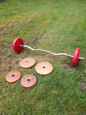 Weight set with curl bar and 6 weight for Sale in Bonney Lake, WA