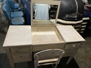 Antique vanity for Sale in Clovis, CA