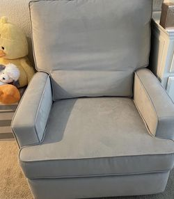Recliner For Sale -has Two Small Damaged Corners In The Back Other Than That Great Condition for Sale in Los Angeles,  CA