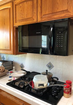 Frigidaire 1 year old microwave for Sale in La Habra Heights, CA