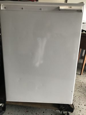 GE Compact Refrigerator for Sale in Scarsdale, NY