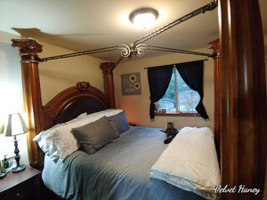Queen headboard and bed frame for Sale in Gold Bar, WA
