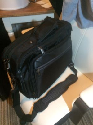 Kenneth Cole Messenger Bag for Sale in Columbus, OH