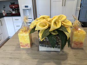 Gorgeous yellow calla lily flowers & candles for Sale in Auburn, WA