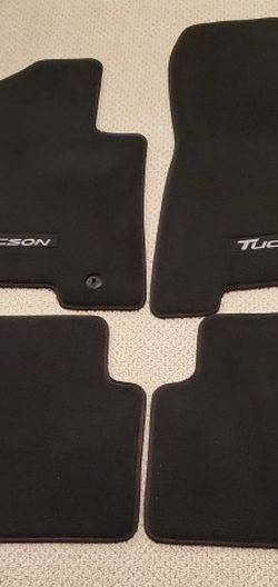 Carpeted Floor Mats - Hyundai Tuscon for Sale in Ravensdale,  WA