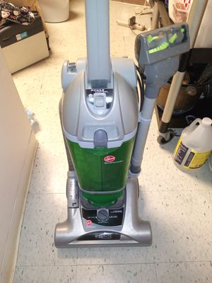 Hoover vac for Sale in Cumberland, RI