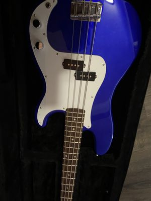 Fender bass guitar for Sale in Knoxville, TN