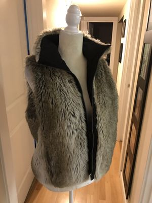 Reversible fur vest small to medium for Sale in Snohomish, WA