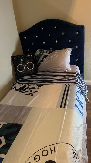 Twin bed with mattress for Sale in El Cajon, CA