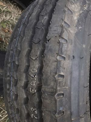Trailer box truck tire Size 215/75R17.5 for Sale in Damascus, OR